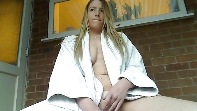 Beurette sexy en webcam - 3 part 10
